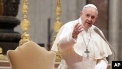 د نړۍ د کاتولیکانو مذهبي مشر پاپ فرانسیس
