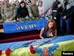 Bayraqları bayraq yapan... Ukraynanın ərazi bütövlüyü uğrunda rus separatçılarla gedən doyüşlərdə yüzlərlə ukraynalı həlak olub.