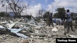 수도 모가디슈에서 수류탄 테러를 감행한 소말리아 반군들(자료사진)