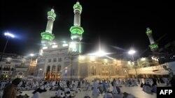 Người hành hương cầu nguyện buổi sáng tại Thánh địa Mecca, ngày 13/10/2013.