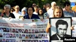 Nga një tubim i familjarëve të të zhdukurve gjatë luftës në Kosovë
