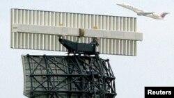Menara pengatur lalu lintas udara.