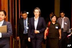 Thanh tra đặc biệt của Liên Hiệp Quốc, bà Yanghee Lee (giữa).