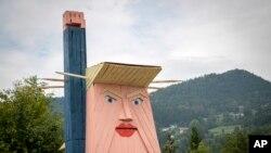Статуя Дональда Трампа в Словении