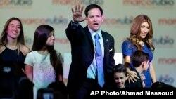Marco Rubio y su familia celebran el anuncio de la candidatura del senador a las primarias republicanas en Miami.
