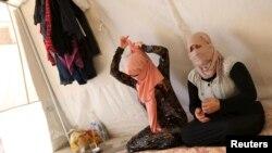 ISIL을 피해 달아난 야지디족 자매들이 지난해 7월 이라크 듀호크 주 외곽의 난민캠프에 거주하고 있다.