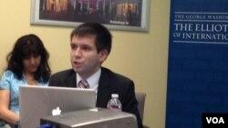 Олег Козловский во время выступления в Институте изучения Европы, России и Евразии при университете Джорджа Вашингтона. Вашингтон, округ Колумбия