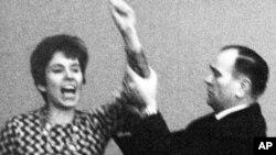 Klarsfeld 1968 yılında dönemin Başbakanı Kurt Georg Kiesinger'i tokatladıktan sonra