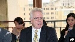 約翰霍普金斯大學高等國際研究所中國項目主任藍普頓