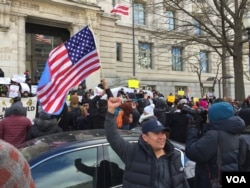 Around the country, businesses closed and pro-immigrant protesters took to the streets to challenge a series of decisions by the government that targeted foreign-born residents. (V. Macchi/VOA)