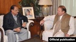 Presiden Pakistan Mamnoon Hussain (kiri) bersama PM Pakistan Nawaz Sharif (foto: dok).
