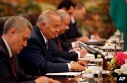 O'zbekiston prezidenti Islom Karimov ham Shanxaydagi sammitda qatnashdi.