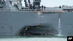 與一艘商船發生相撞的軍艦麥凱恩號(John S. McCain)