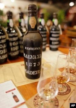 شراب «مدیرا» از سال ۱۸۷۵- این عکس از شراب های یافته شده نیست.