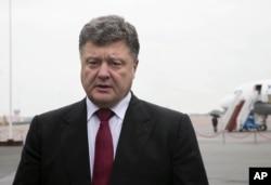 2014年8月28日烏克蘭總統波羅申科在基輔機場發表談話.