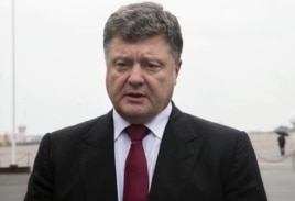 Ukrainian President Petro Poroshenko makes a statement, at Boryspil airport in Kyiv, Ukraine, Aug. 28, 2014.