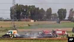 Hiện trường tai nạn rớt máy bay gần phi trường Seville ở Tây Ban Nha hôm 9/5/2015.