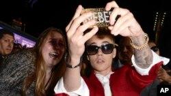 """Hace unas semanas Justin Bieber participó de una alfombra roja para anunciar el estreno de su documental """"Justin Bieber's Believe"""", en Los Angeles."""