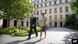 13일 크리스틴 라가르드 국제통화기금, IMF 총재(오른쪽)와 조지 오즈번 영국 재무장관(왼쪽)과 런던에서 만났다.