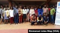 Une cinquantaine de personnes de la société civile et des médias locaux réunies à Yaoundé autour des enjeux du ci-financement dans la lutte contre le sida, la tuberculose et le paludisme, à Yaoundé, Cameroun, le 29 juillet 2019. (VOA/Emmanuel Jules Ntap)