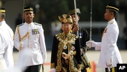 Malaysia's new King Abdul Halim Mu'adzam inspects an honor guard during the welcoming ceremony at the parliament square in Kuala Lumpur December 13, 2011.