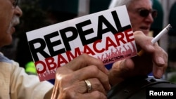 یو شمیر امریکایان او د هغوئ استازي د اوباما د صحي بیمې پلان سره مخالفت کوي