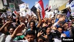 Hàng ngàn người Yemen xuống đường biểu tình ở thành phố Taiz để phản đối phiến quân Houthi chiếm giữ quyền hành.
