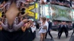 Lady Gaga viste de papel