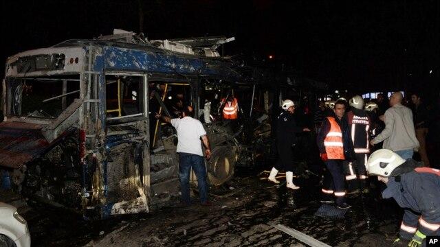 بمب کار گذاشته درون یک اتومبیل در کنار یک اتوبوس منفجر شد
