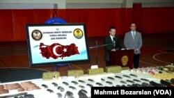 Diyarbakır kent merkezinde düzenlenen operasyonda PKK'ya ait bir cephanelik ele geçirildi.