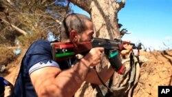 Un rebelle libyen sur la ligne de front