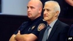 Dragan Vasiljkovic (kanan) dalam sidang pengadilan di Split, Kroasia September tahun lalu (foto: dok).