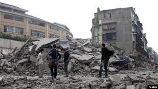 Dua gempa bumi di kawasan Iran barat laut yang berkekuatan sekitar 6,4 dan 6,3 skala Richter menewaskan sedikitnya 250 orang hari Sabtu (11/8).