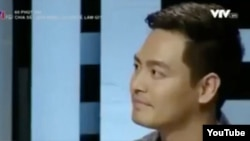 MC Phan Anh trong chương trình '60 phút mở' với cuộc tranh luận 'Chia sẻ trên mạng xã hội để làm gì?'