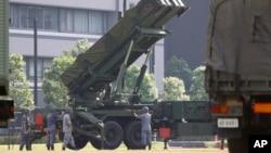 일본 자위대가 지난 6월 북한의 미사일 발사 움직임에 대응해 도쿄 방위성 건물 주변에 패트리엇(PAC-3) 지대공 요격미사일을 배치했다. (자료사진)