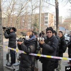 在北韓駐華使館對街設立的記者採訪區