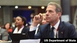 AQSh Davlat kotibining xalq diplomatiyasi bo'yicha muovini Richard Stengel
