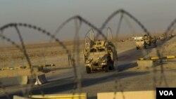 Konvoi terakhir armada truk militer Amerika melewati perbatasan Irak-Kuwait (18/12).