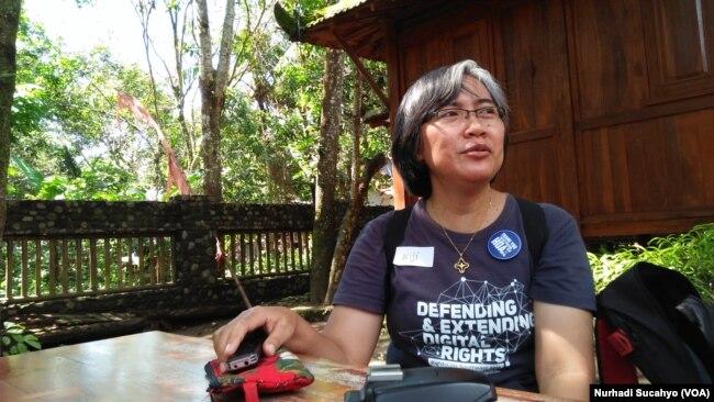 Valentina Sri Wijiyati, relawan Mafindo dari Yogyakarta. (VOA/Nurhadi Sucahyo)