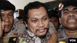 Terdakwa Gayus Tambunan saat menghadiri sidang vonis penjatuhan hukumannya. (Foto: Dok)
