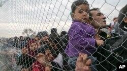 سرحد پر ہزاروں تارکین وطن شمالی یورپ جانے کے خواہشمند جمع ہوتے ہیں