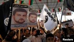 Warga Libya di kota Benghazi melakukan protes atas penangkapan Abu Anas al-Libi di Tripoli (11/10).