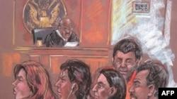 Hình vẽ mô tả năm trong số 10 nghi phạm gián điệp Nga trong một phòng xử án ở New York, 28/6/2010