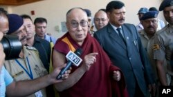 El líder espiritual Dalai Lama ya está de regreso en la India, luego de estar internado en una clínica estadounidense.