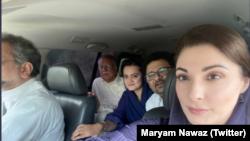 مریم نواز کے ہمراہ پارٹی کے دیگر رہنما بھی انتخابی مہم میں شریک ہیں۔