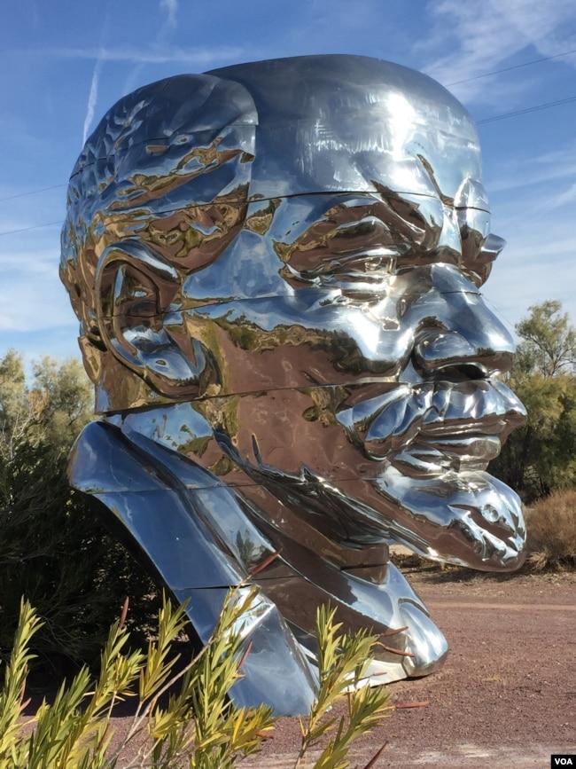 中国民主党洛杉矶委员会主席陈维明说,他将制做一个铁笼,把这座列宁雕像关进去