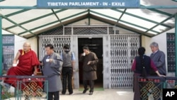 图为西藏流亡政府议会今年3月21日在印度北部的达兰萨拉举行会议期间