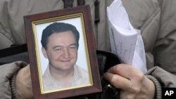 Ông Magnitsky, một luật sư chống tham nhũng 37 tuổi người Nga chết trong tù hồi năm 2009, sau khi phơi bày điều mà ông miêu tả là một đường dây tội phạm các giới chức đã biển thủ 250 triệu đôla tiền thuế.