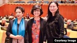 فلم کی ڈاریکٹر عافیہ نتھانئیل اقوامِ متحدہ میں پاکستان کی مستقل مندوب ملٰیحہ لودھی اور فلم کی نمائش میں شریک ایک خاتون کے ساتھ