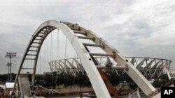 بھارت میں کامن ویلتھ گیمز کے لیے تعمیر کیا جانیوالا پل جو منہدم ہوگیا۔